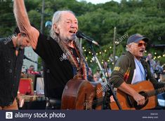 willie-nelson-performs-in-concert-to-benefit-the-montauk-playhouse-E341A1.jpg 1,300×955 pixels