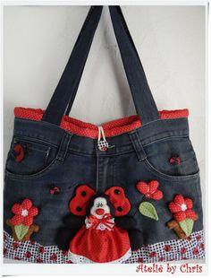Denim Tote Bags, Denim Handbags, Denim Purse, Jean Purses, Purses And Bags, Handmade Fabric Bags, Baby Girl Dress Patterns, Small Sewing Projects, Diy Handbag