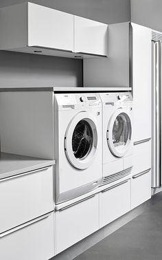 Plain hvid bryggers fra Tvis | Funktionelt bryggers Laundry Room Design, Laundry In Bathroom, Trendy Furniture, Furniture Design, Laundry Room Inspiration, Küchen Design, My Dream Home, Home Appliances, House