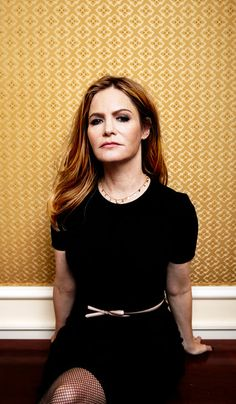 Jennifer Jason Leigh Appears on Two Screens With Few Similarities - The New York Times
