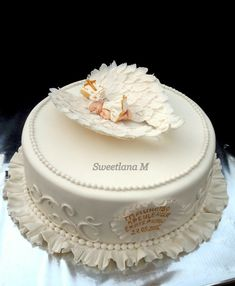 A tender cake for the christening of a girl.Внут… A tender cake for christening … - Christening Cake Girls, Baptism Cakes, Ideas Bautizo, Low Fat Cake, Torta Baby Shower, Baby Birthday Cakes, Communion Cakes, Different Cakes, Occasion Cakes