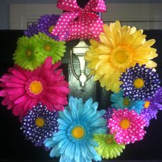 My new front door wreath for the spring, super easy to make!!! Isn't it cute?? DIY flower wreath