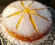 Een royaal gevulde sneeuwster. Deze is met advocaat, maar hij kan ook met alcoholvrije advocaat of een kersenvulling worden gemaakt. Dit recept komt van Doortjeskeuken.nl. Dutch Recipes, Baking Recipes, Sweet Recipes, Cake Recipes, Dessert Recipes, Banoffee Pie, Pastry Cake, Piece Of Cakes, Brunch
