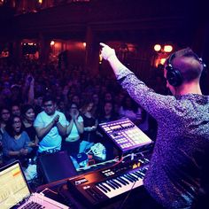 Performed with @troyesivan in SF 10/18 #troyesivan #wild #happylittlepill #trxye #mountainofyouth #musicforyoursoul #feelgood #sf #soldout  mountainofyouth.net | soundcloud.com/mountainofyouth