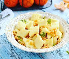 Paszteciki z mięsem Polish Recipes, Polish Food, Dessert Recipes, Desserts, Dumplings, Potato Salad, Macaroni And Cheese, Pineapple, Cooking Recipes