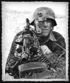 wehrmacht soldier MG German Soldiers Ww2, German Army, Ww2 Photos, History Photos, Military Photos, Military History, Mg34, Germany Ww2, German Uniforms