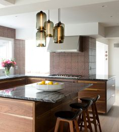 Modern lighting lends itself to the sophistication of this upscale Westchester county home. Small House Interior Design, Small House Interior, Niche Modern, Contemporary Kitchen, Grace Kitchen, Kitchen, House Interior, Home Interior Design, Modern Lighting