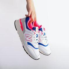 separation shoes 6f0f7 55008 Baskets blanches pour femmes à l imprimé rose fluo et bleu de la marque New