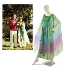 Liz Taylor wore this kaftan to her second wedding to Richard Burton, in Zimbabwe. Elizabeth Taylor, Miss Elizabeth, Maxi Styles, Chanel, Caftan Dress, White Gowns, Silk Chiffon, Wedding Gowns, Hip Wedding