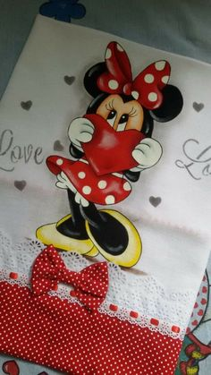 Mickey Mouse Cartoon, Mickey Minnie Mouse, Plastic Clothes Hangers, Mickey Mouse Christmas, Unicorn Crafts, Mouse Parties, Art Drawings Sketches, Disney Outfits, Baby Cards