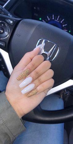 How to choose your fake nails? - My Nails Aycrlic Nails, Prom Nails, Long Nails, Hair And Nails, Coffin Nails, Glitter Nails, White Acrylic Nails With Glitter, White Nails With Gold, Fire Nails
