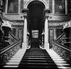 21 Irresistible Old Stairs Ideas : Spectacular old stairs Ideas. Marble Staircase, Grand Staircase, Buckingham Palace Floor Plan, Lancaster House, Brick Lane, Tower Of London, Old London, Westminster, Stairways