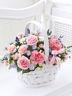 Mother's Day Basket with Chocolates - Interflora - beautiful perfect for my mum #MyInterfloraMum