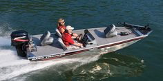 The bare foot boom was originally designed to teach people to ski on your bare feet, but now it is used to minimize falling and injuries in all types of water skiing activities. Learn to Barefoot without falling on your 2010 Tracker Boat Pro Team 170 TX!