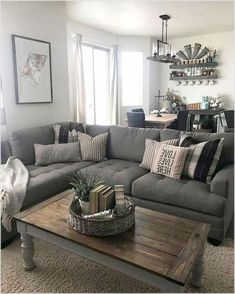 Hold current with the most recent small living room decor some ideas (chic & modern). Find excellent ways to get fashionable style even though you have a small living room.