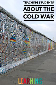 Cold War Lesson - I use this PowerPoint along with guided notes to teach my students about the Cold War. The lesson includes a variety of pictures and videos to make this time period come alive! Social Studies Worksheets, 5th Grade Social Studies, Social Studies Classroom, Social Studies Activities, Teaching Social Studies, Teaching History, Student Teaching, Teaching Tools, Teaching Ideas