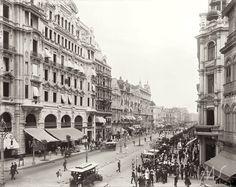 Marc Ferrez. Avenida Central, atual avenida Rio Branco, na altura da rua do Ouvidor com rua Miguel Couto. 1906. Rio de Janeiro. Brasiliana Fotográfica