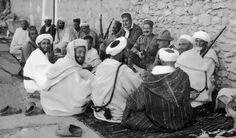 Notables de Quebdana ofrecen a mandos españoles de la Comandancia de Melilla, en Cabao del Agua.jpg