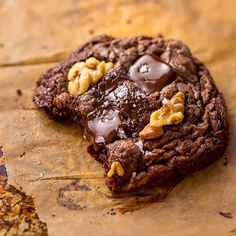 🍫🍪Gooey Triple Chocolate BROWNIE Cookies are my love language! And if I could, I'd eat one of these babies every single day 😋 #recipe link in my bio @bakerbynature 👉🏻