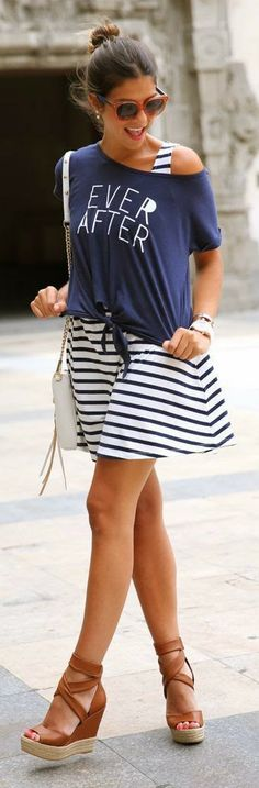 Gorgeous stripes little dress with tee on and brown leather stripes sandals and white fringe leather hand bag and cute goggles the best summer street style outfits