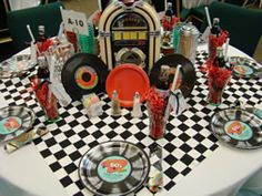 theme table setting- Inspiration for Trunk or Treat! Grease Themed Parties, 50s Theme Parties, Grease Party, Mystery Parties, Party Themes, Party Ideas, 50s Party Decorations, Fifties Party, Retro Party