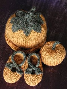 Perfect for a fall baby gift!    Knit Baby Pumpkin Set  All free patterns plus modifications to bootie pattern on ravelry...  Stuffed pumpkin pattern:  www.curlypurly.com/pumpkin.html  Hat pattern:  randomstitches.wordpress.com/2008/01/11/hello-world/  Booties pattern:  www.saartjeknits.nl/