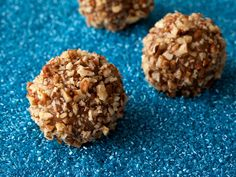Bourbon Street Pecan Balls would pair wonderfully with #eggnog on #Christmas.