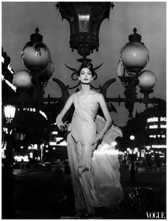 Mary McLaughlin in evening dress by Dior, photo by William Klein, Paris, 1957  Photo William Klein