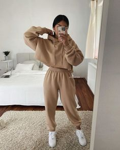 Casual Winter Outfits, Cute Lazy Outfits, Winter Fashion Outfits, Stylish Outfits, Cute Outfits With Sweatpants, Outfits With Hoodies, Casual Sporty Outfits, Sporty Clothes, Sweats Outfit
