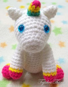 Tejidos Thina: UNICORNIO AMIGURUMI PATRÓN GRATIS Crochet Horse, Love Crochet, Crochet Animals, Crochet Mermaid, Crochet Unicorn, Crochet Amigurumi Free Patterns, Crochet Dolls, Crochet Gratis, Stuffed Toys Patterns