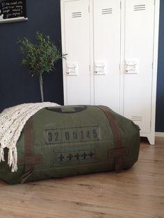 Zitzak !! Stoere leger groene zitkussen . #uniek#woonmeubels#kinderkamer# www.join2.jouwweb.nl € 115,-