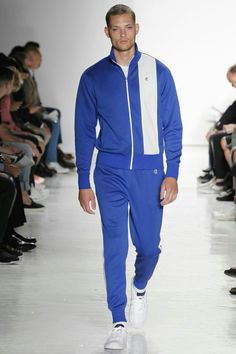 See all the Collection photos from Todd Snyder Spring/Summer 2017 Menswear now on British Vogue New Mens Fashion, Male Fashion Trends, Trendy Fashion, Winter Fashion, Fashion Show, Fashion Design, Fashion Nova Black Dress, Todd Snyder, Sport Casual