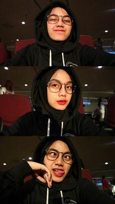 Modern Hijab Fashion, Hijab Fashion Inspiration, Ootd Fashion, Casual Hijab Outfit, Ootd Hijab, Beautiful Hijab Girl, Selfie Poses, Selfie Ideas, Cute Camera