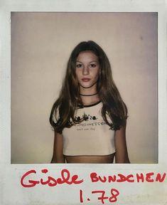 Gisele Bündchen's casting Polaroid, 1994 Gisele Bundchen Young, Gisele Bundchen Tom Brady, 90s Models, Role Models, Victorias Secret Models, Victoria Secret, Model Polaroids, Models Backstage, Gisele Bündchen