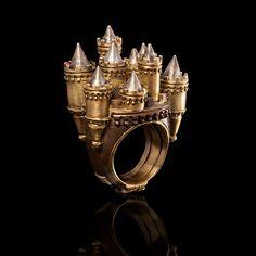 Oro giallo e bianco 18 Kt, rubini e diamanti.