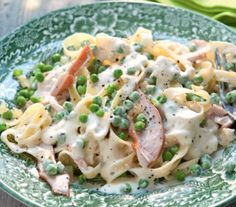 Romige pasta met gerookte kip - Recept - Jumbo Supermarkten Pasta Recipes, Chicken Recipes, Dinner Recipes, Rice Pasta, Pasta Dishes, Happy Foods, High Tea, Italian Recipes, Macaroni And Cheese
