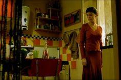 Ar retrô e azulejos nas paredes. <3  http://www.minhacasaminhacara.com.br/cinema-x-decoracao-o-fabuloso-destino-de-amelie-poulain/#