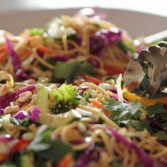 Asian Noodle Salad recipe from Ree Drummond via Food Network - replace cooked spaghetti with crunchy asian noodles? Clean Eating, Healthy Eating, Asian Recipes, Healthy Recipes, Ethnic Recipes, Locarb Recipes, Food Network Recipes, Cooking Recipes, Cooking Games