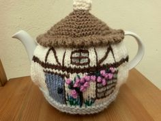 Two styles of tea cosies knit in chunky yarn for extra thickness and insulation. Tea Cosy Knitting Pattern, Tea Cosy Pattern, Knitting Patterns, Crochet Patterns, Scarf Patterns, Yarn Crafts, Sewing Crafts, Teapot Cover, Knitted Tea Cosies