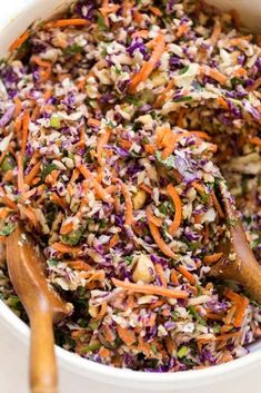 Mayo-Free Vegan Coleslaw With Spicy Tahini Sauce - Simply Quinoa Vegan Coleslaw vegan coleslaw sauce Chick Fil A Coleslaw Recipe, Coleslaw Sauce, Creamy Coleslaw, Vegan Coleslaw, Coleslaw Dressing, Summer Side Dishes, Side Dishes Easy, Chili Recipes, Salad Recipes