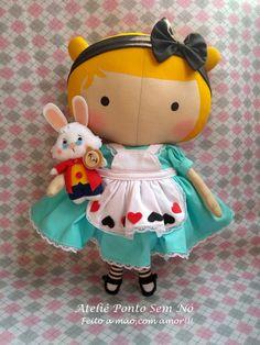 Tilda Toy (no tema Alice no País das Maravilhas) no Elo7 | Ateliê Ponto Sem Nó (C88B03) Tilda Toy, Doll Patterns Free, Crafty Fox, Fabric Toys, Love Craft, Doll Toys, Dolls Dolls, Felt Diy, Love Sewing