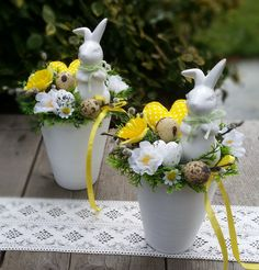 48 Rustic Easter Decorations Bringing a Farmhouse Appeal to Your Home - Page 4 of 48 - Ciara Decor Easter Flower Arrangements, Easter Flowers, Gift Flowers, Easter Projects, Easter Crafts, Easter Gift For Adults, Deco Floral, Diy Easter Decorations, Easter Wreaths