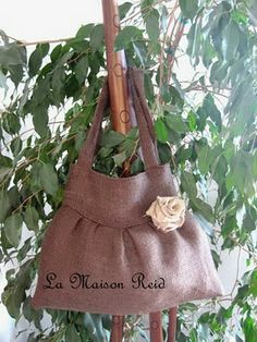 I've been looking for a burlap purse tutorial!
