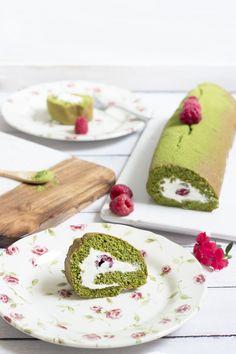 Matcha and raspberries cake roll. Rotolo al Matcha e lamponi.