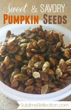 This sweet & savory pumpkin seeds recipe is a perfect snack on its own, or add them to yogurt, oatmeal or salad! Clean Eating Snacks, Clean Eating Dinner, Clean Eating Recipes, Eating Healthy, Healthy Eats, Healthy Life, Savory Pumpkin Seeds, Pumpkin Seed Recipes, Healthy Cookie Recipes