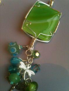 fused glass pendant Fused Glass Jewelry, Glass Pendants, Wire Jewelry, Jewelry Crafts, Jewelry Art, Jewelery, Jewelry Design, Jewelry Ideas, Clay Beads
