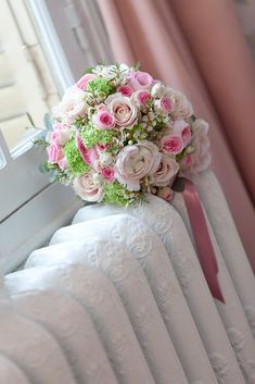 1000 images about bouquet mari e on pinterest mariage bouquets and cream roses. Black Bedroom Furniture Sets. Home Design Ideas
