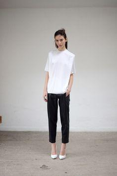 Thomas Tait | Pre-Fall 2014 Modern Fashion, Look Fashion, Fashion Details, Fashion Show, Fashion Design, Fashion 2014, Minimalist Chic, Minimalist Fashion, Street Style