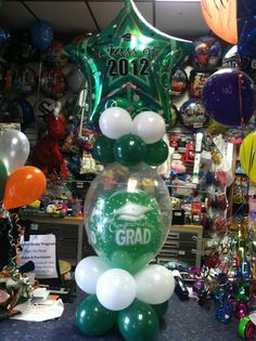 Balloons in balloons Stack your balloons, it's an amazing centerpiece. Party outlet check out balloon album for graduation party - New Deko Sites Graduation Party Planning, Graduation Decorations, Graduation Party Decor, Graduation Album, Balloon Centerpieces, Balloon Decorations, Balloon Ideas, Table Decorations, Graduation Balloons