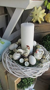 Attractive Easter Wreaths that looks Fancy & Captivating - Ethinify Easter Flower Arrangements, Easter Flowers, Easter Tree, Easter Wreaths, Easter Egg Crafts, Easter Eggs, Easter Table Decorations, Egg Decorating, Decorating For Spring